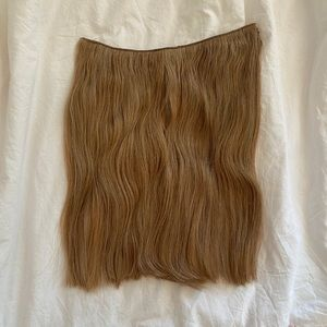 NEVER WORN SITTING PRETTY halo hair extensions